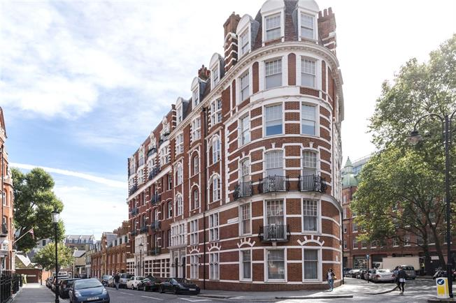 Asking Price £1,850,000, 3 Bedroom Flat For Sale in London, SW3
