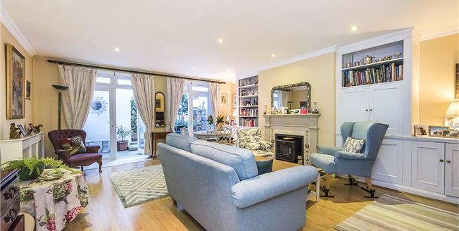 Asking Price £1,375,000, 3 Bedroom Flat For Sale in London, SW3