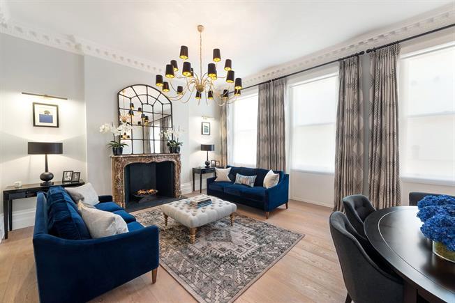 Asking Price £1,600,000, 2 Bedroom Maisonette For Sale in London, SW1W