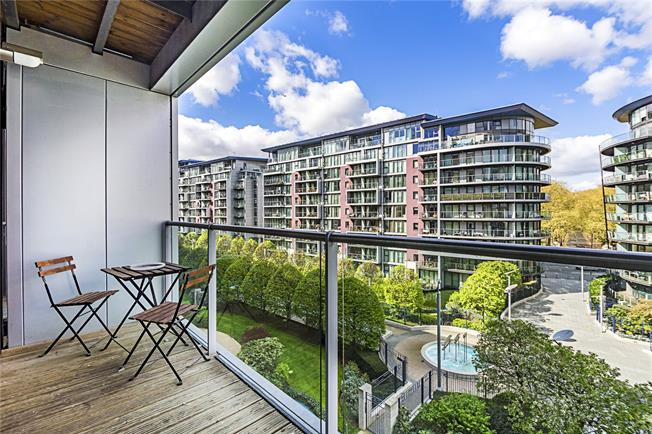Asking Price £955,000, 2 Bedroom Flat For Sale in London, SW11