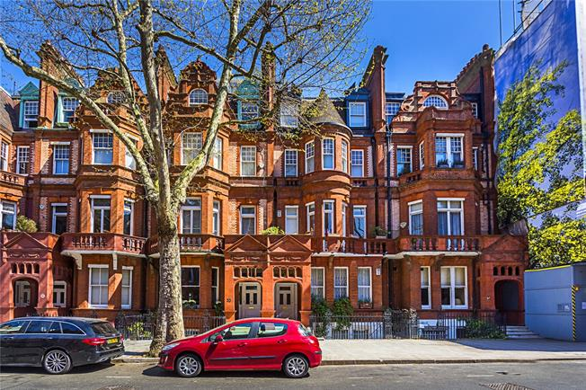 Asking Price £1,900,000, 2 Bedroom Flat For Sale in London, SW1W