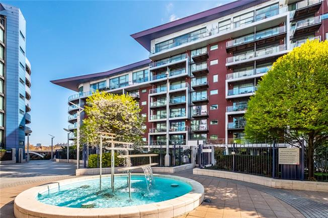 Asking Price £900,000, 2 Bedroom Flat For Sale in London, SW11