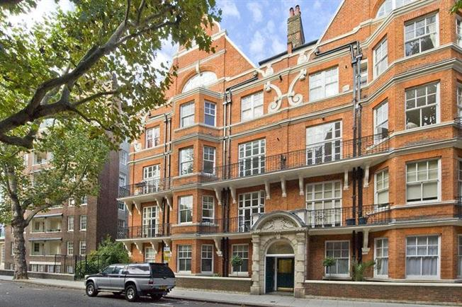 Asking Price £1,150,000, 2 Bedroom Flat For Sale in London, SW3