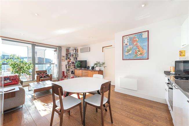 Asking Price £895,000, 2 Bedroom Flat For Sale in London, NW1