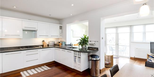 Guide Price £1,500,000, 4 Bedroom Mews House For Sale in London, W2