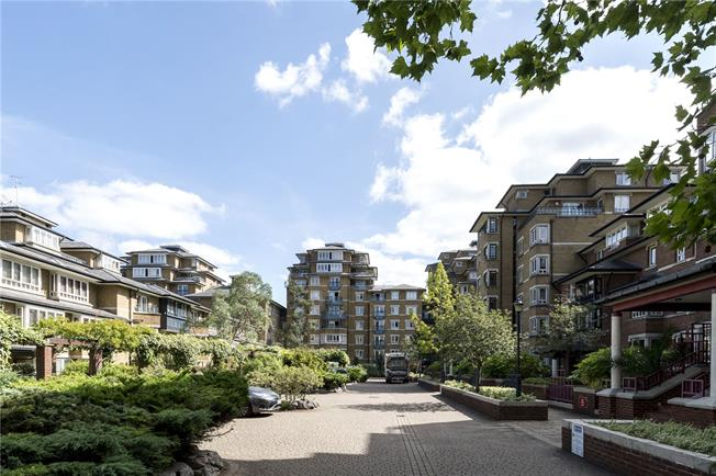 Asking Price £850,000, 2 Bedroom Flat For Sale in London, W9