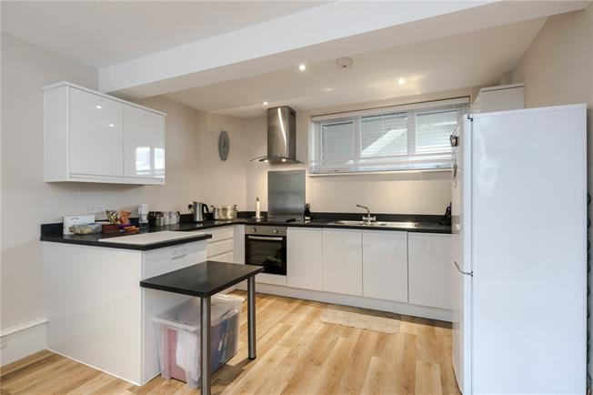 Offers in excess of £399,999, 1 Bedroom Flat For Sale in London, W9