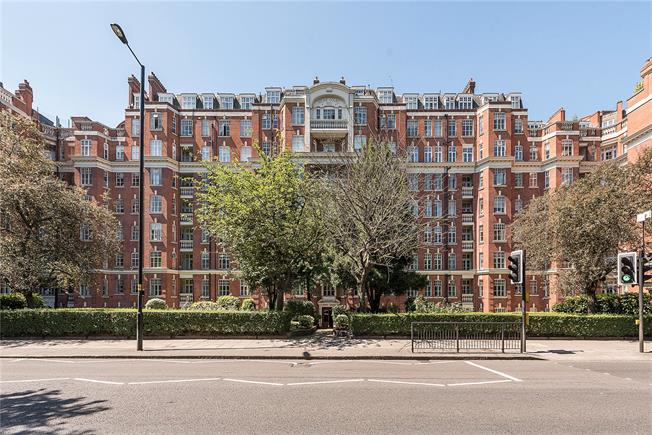 Offers in excess of £350,000, Flat For Sale in London, W9