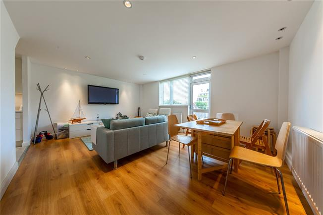 Asking Price £830,000, 3 Bedroom Flat For Sale in London, NW8