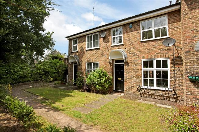 Guide Price £445,000, 3 Bedroom Terraced House For Sale in Sunningdale, SL5