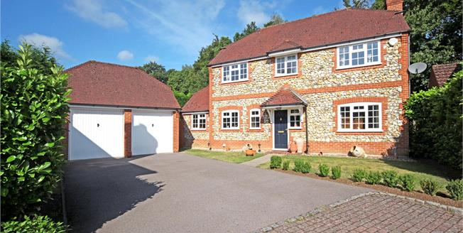 Guide Price £715,000, 4 Bedroom Detached House For Sale in Bagshot, GU19