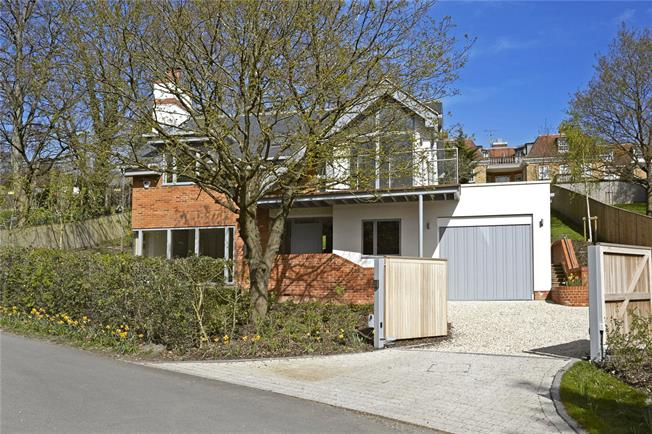 Guide Price £1,350,000, 4 Bedroom Detached House For Sale in Ascot, Berkshire, SL5