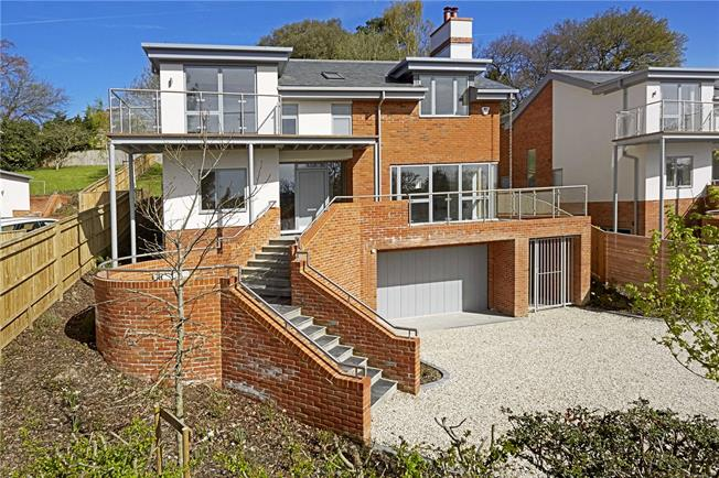Guide Price £1,450,000, 4 Bedroom Detached House For Sale in Ascot, SL5