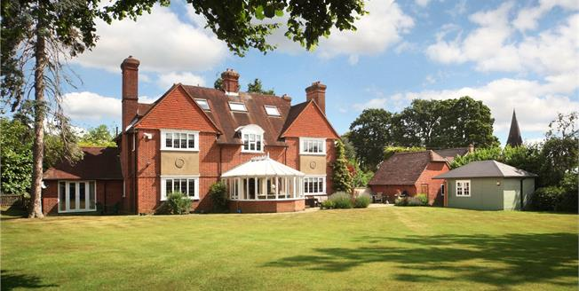 Guide Price £1,850,000, 5 Bedroom Detached House For Sale in Ascot, SL5