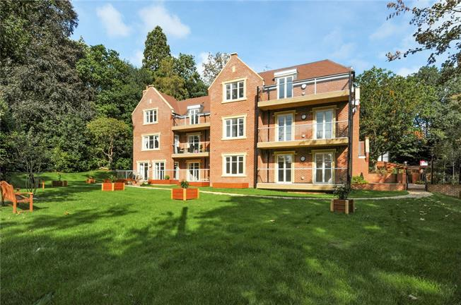 Guide Price £520,000, 2 Bedroom Flat For Sale in Ascot, Berkshire, SL5