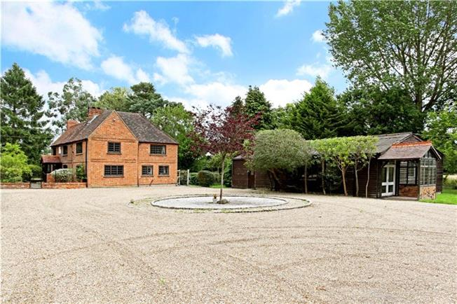 Guide Price £1,295,000, 5 Bedroom Detached House For Sale in West End, GU24