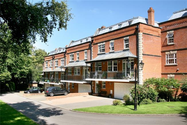 Guide Price £1,195,000, 4 Bedroom Mews House For Sale in Sunninghill, Ascot, SL5