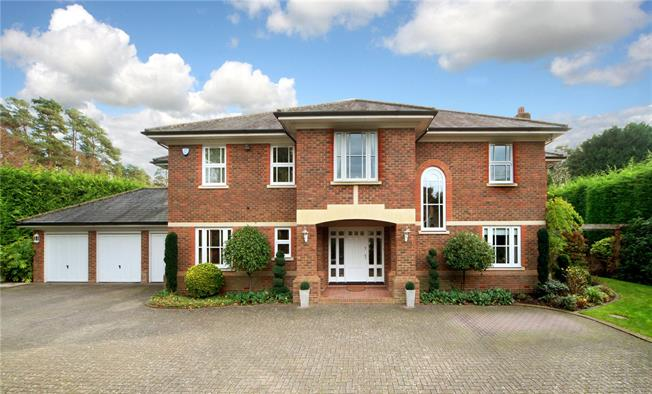 Guide Price £2,395,000, 5 Bedroom Detached House For Sale in Ascot, SL5