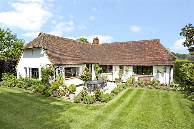 Guide Price £895,000, 2 Bedroom Bungalow For Sale in Chobham, GU24