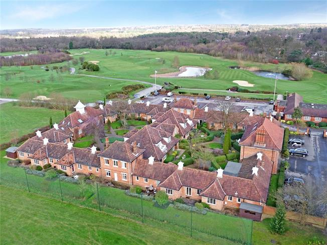 Guide Price £425,000, 2 Bedroom Flat For Sale in Ascot, SL5