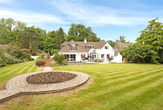 Guide Price £1,595,000, 5 Bedroom Detached House For Sale in Ascot, SL5