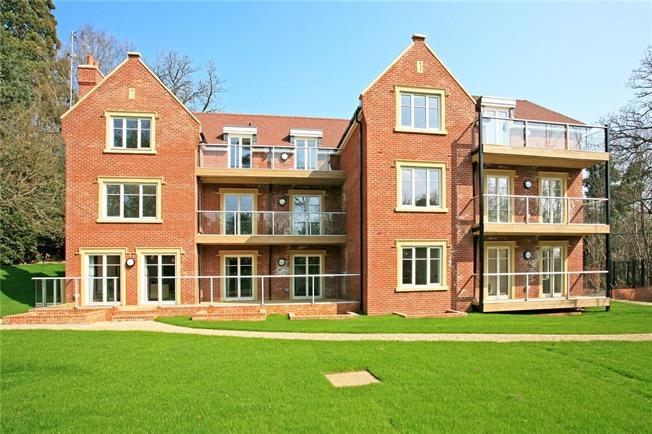 Guide Price £569,952, 2 Bedroom Flat For Sale in Ascot, Berkshire, SL5