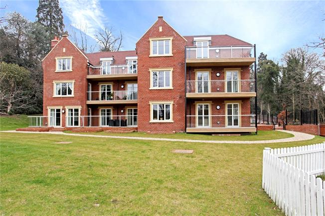Guide Price £699,950, 2 Bedroom Flat For Sale in Ascot, Berkshire, SL5