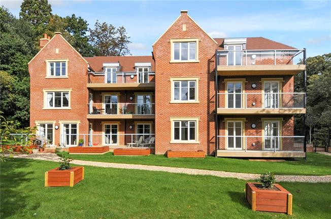 Guide Price £579,452, 2 Bedroom Flat For Sale in Ascot, Berkshire, SL5