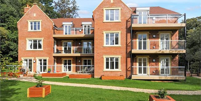 Guide Price £569,950, 2 Bedroom Flat For Sale in Ascot, Berkshire, SL5