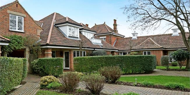 Guide Price £450,000, 2 Bedroom Flat For Sale in Ascot, Berkshire, SL5