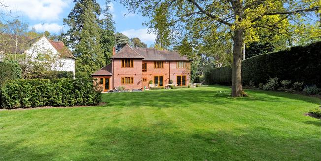 Guide Price £1,295,000, 5 Bedroom Detached House For Sale in Ascot, SL5