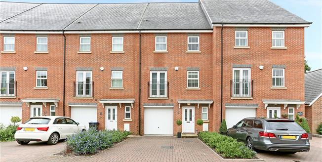 Guide Price £735,000, 4 Bedroom Mews House For Sale in Virginia Water, GU25