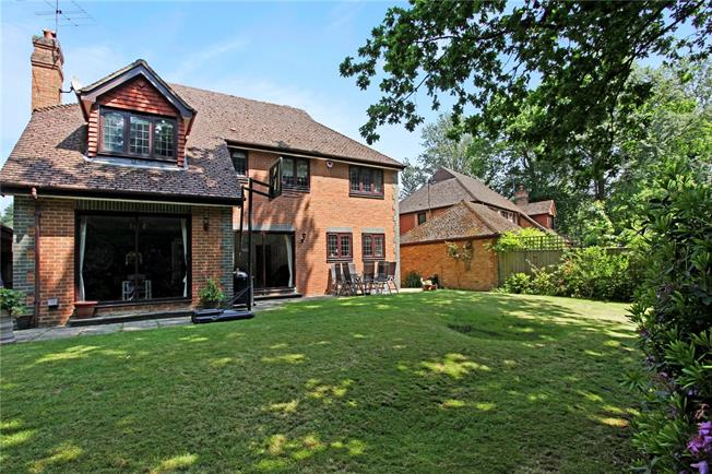 Asking Price £1,350,000, 5 Bedroom Detached House For Sale in Sunningdale, Berkshire, SL5
