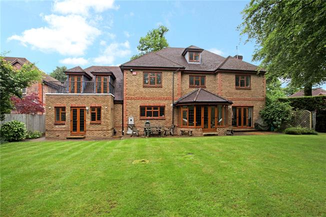 Guide Price £1,750,000, 5 Bedroom Detached House For Sale in Sunningdale, Berkshire, SL5