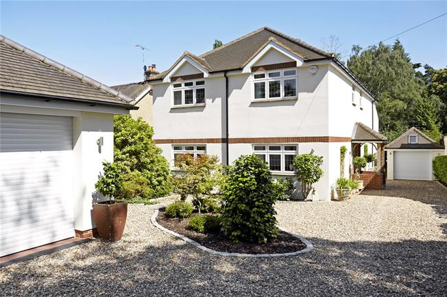 Guide Price £1,395,000, 5 Bedroom Detached House For Sale in Ascot, SL5
