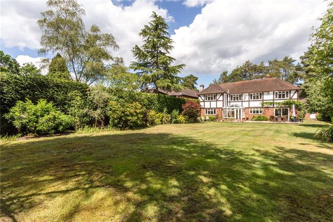 Asking Price £1,950,000, 5 Bedroom Detached House For Sale in Ascot, SL5