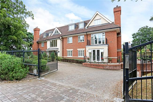 Guide Price £499,950, 2 Bedroom Flat For Sale in Ascot, Berkshire, SL5