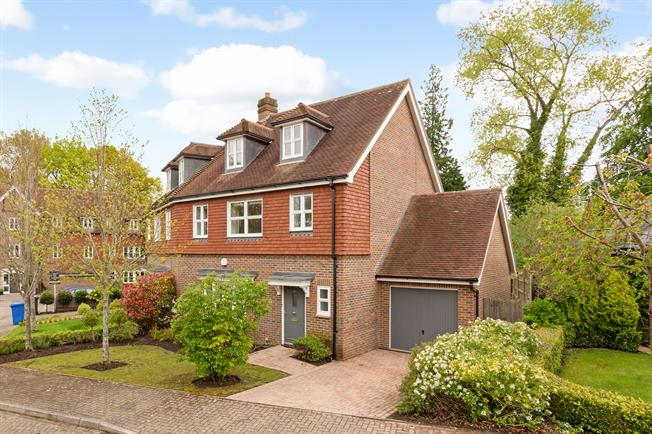 Guide Price £659,950, 3 Bedroom Terraced House For Sale in Ascot, SL5