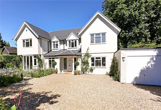 Guide Price £1,375,000, 4 Bedroom Detached House For Sale in Berkshire, SL5