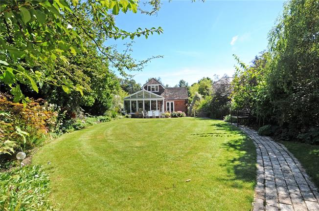 Guide Price £859,950, 4 Bedroom Detached House For Sale in Berkshire, SL5