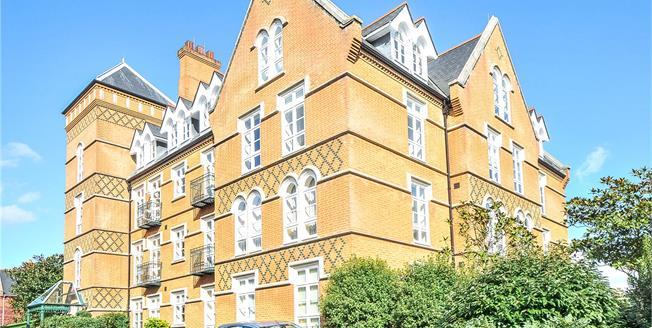 Guide Price £525,000, 2 Bedroom Flat For Sale in Virginia Water, Surrey, GU25