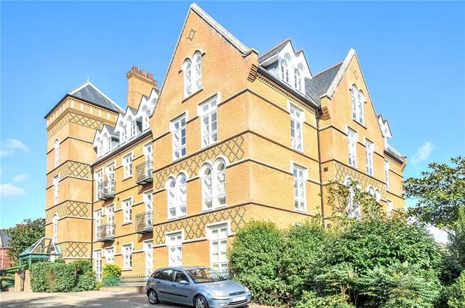 Guide Price £500,000, 2 Bedroom Flat For Sale in Virginia Water, GU25