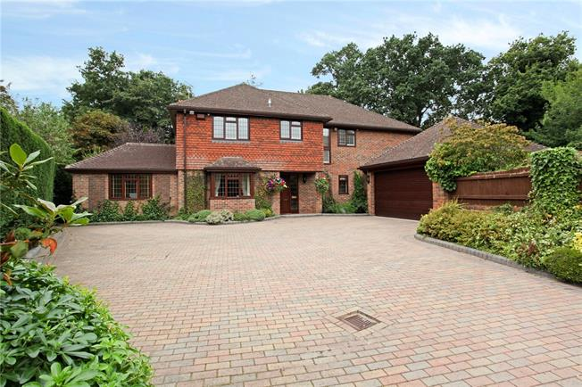 Guide Price £1,350,000, 5 Bedroom Detached House For Sale in Ascot, SL5
