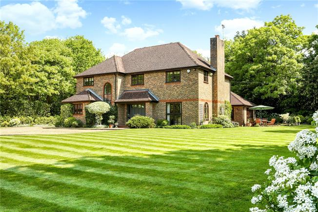 Guide Price £1,825,000, 5 Bedroom Detached House For Sale in Berkshire, SL5