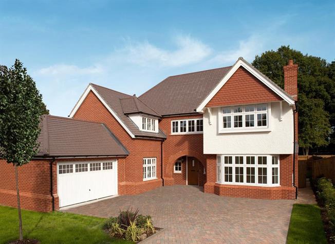 Guide Price £1,125,000, 5 Bedroom Detached House For Sale in Bisley, Surrey, GU24
