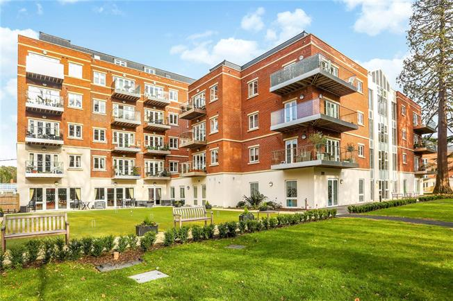 Guide Price £489,000, 2 Bedroom Flat For Sale in Sunningdale, Ascot, SL5