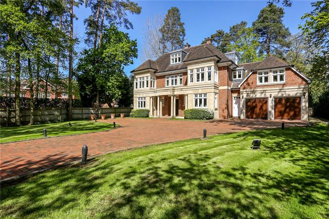 Guide Price £2,350,000, 6 Bedroom Detached House For Sale in Berkshire, SL5