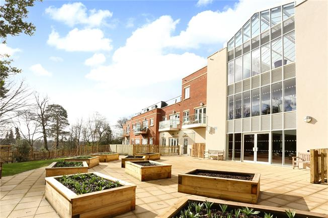 Guide Price £425,000, 1 Bedroom Flat For Sale in Sunningdale, Berkshire, SL5