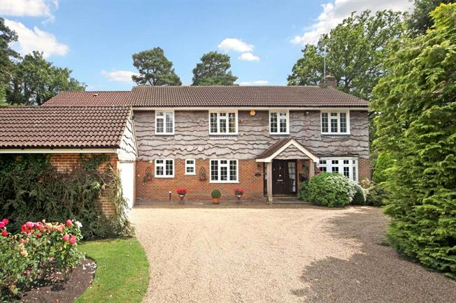 Guide Price £1,135,000, 5 Bedroom Detached House For Sale in Berkshire, SL5