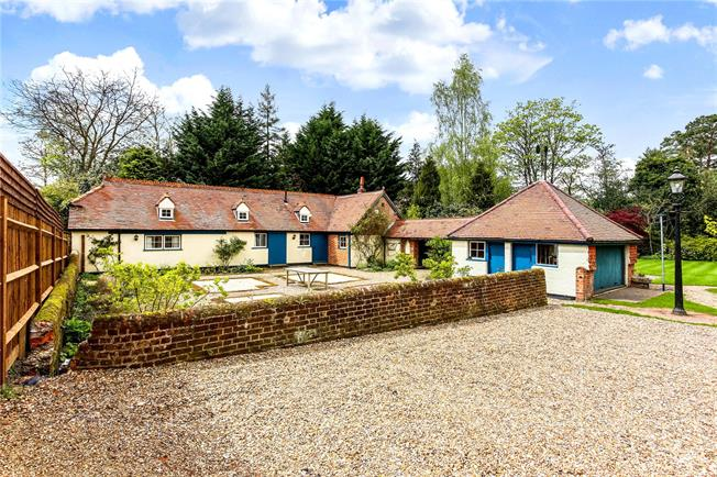 Guide Price £795,000, 2 Bedroom Bungalow For Sale in Berkshire, SL5